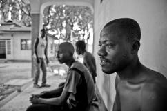 Dans le centre d'accueil, les usagers peuvent accéder gratuitement aux antirétroviraux et se faire dépister pour le VIH et les hépatites virales. District de Temeke, Dar es-Salaam.