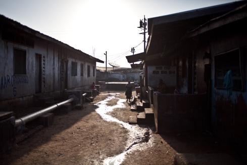 Monrovia, Libéria, novembre 2014. Bidonville de West Point.