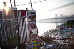 Monrovia, Libéria, décembre 2014. Bidonville de West Point, au bord de la rivière Mesurado.