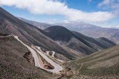 Ruta 52 via Abra Potrerillos, entre Purmamarca et les Salinas Grandes, Argentine, mars 2017
