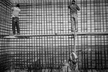 Liban, Akkar, Cheikh Zennad, à la frontière syro-libanaise, janvier 2016. Construction d'un réservoir pour alimenter le village de Cheikh Zennad en eau. Une dizaine de familles syriennes ont trouvé refuge dans le village. © Agnes Varraine-Leca