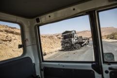 Yemen, gouvernorat de Saada, mars 2018. Un camion du Programme alimentaire mondial (WFP) contenant de la nourriture a été bombardé dans la nuit du 22 février 2018 par la coalition internationale dirigée par l'Arabie Saoudite et les Emirats arabes unis. La coalition a déclaré vouloir viser un checkpoint tenu par les Houthis.